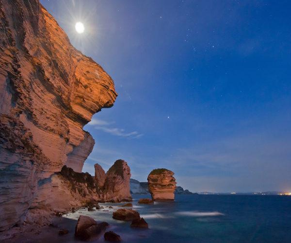 Grotte-balade-falaise-Corse.jpg