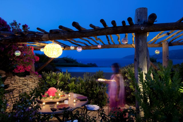 Restaurant-capubiancu-Bonifacio-terrasses-plage.jpg