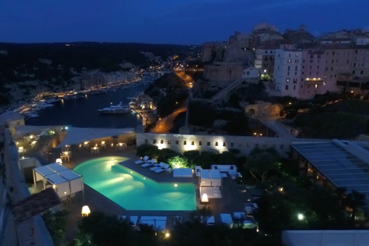 Restaurant-Genovese-citadelle-Bonifacio-piscine-Corse.jpg