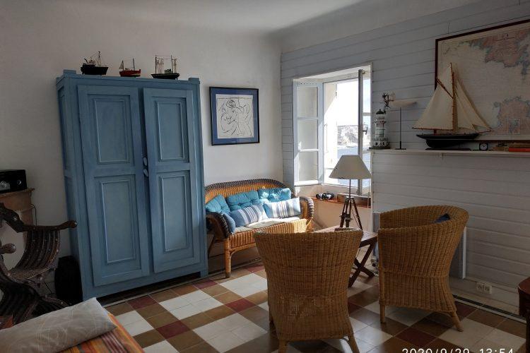 Location-meublé-Minier-Citadelle-salon-Bonifacio.jpg
