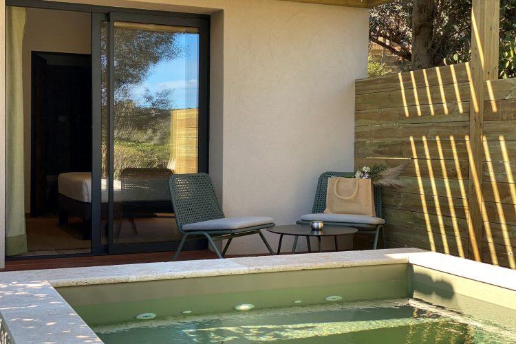 Résidence Casarina piscine chambre